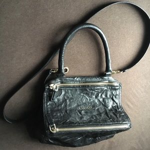 GIVENCHY - Pandora SMALL leather shoulder bag.